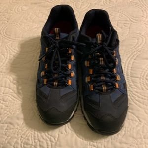 Sketchers WORK shoes steal toes 7.5